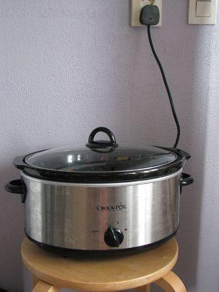 Du kan använda ett vanligt eluttag till din Crock Pot slow cooker.